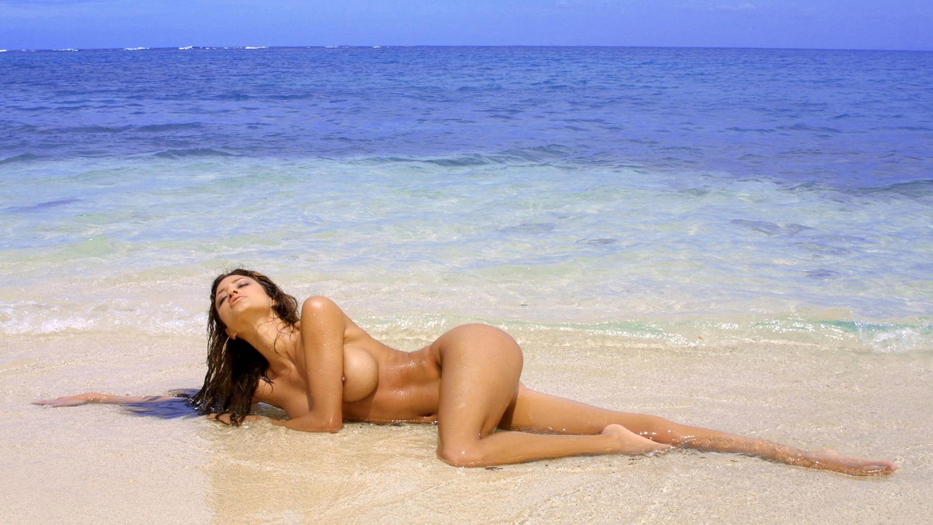 Смотреть нежный секс на берегу моря 29 фотография