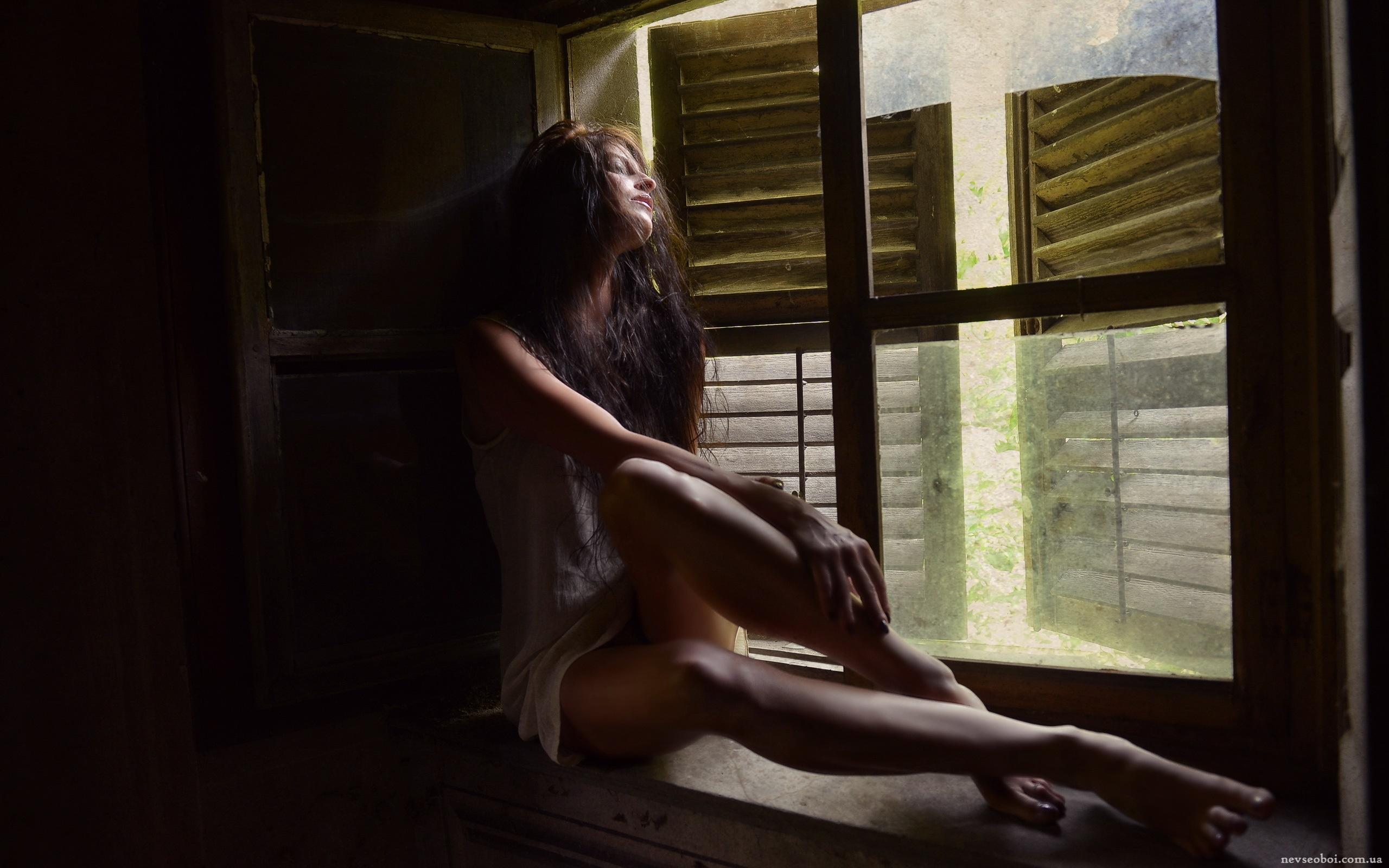Скучающим девушкам вздумалось позировать голышом дома  7218
