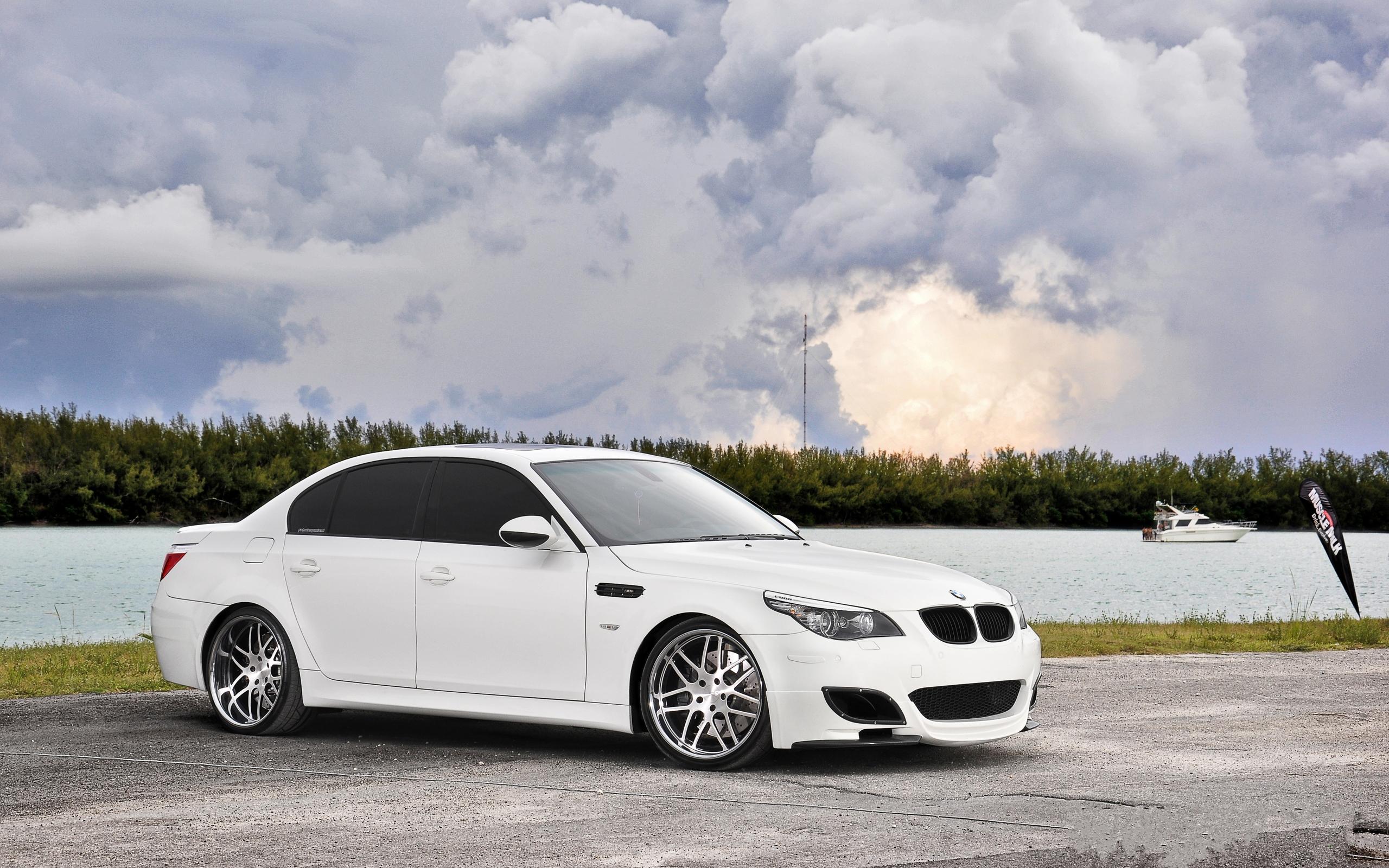 Белый BMW M5  № 445259  скачать