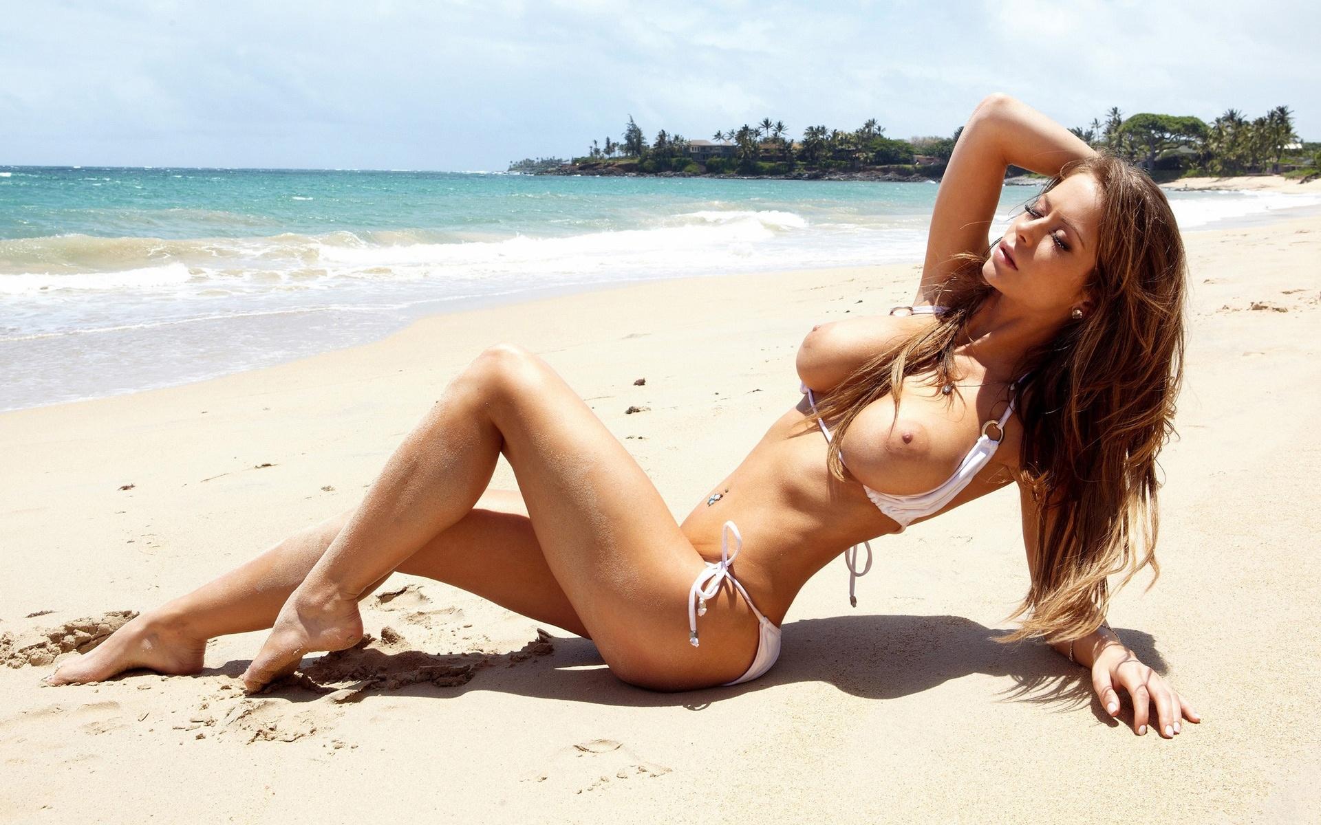 sexy-toppless-bikini-girls