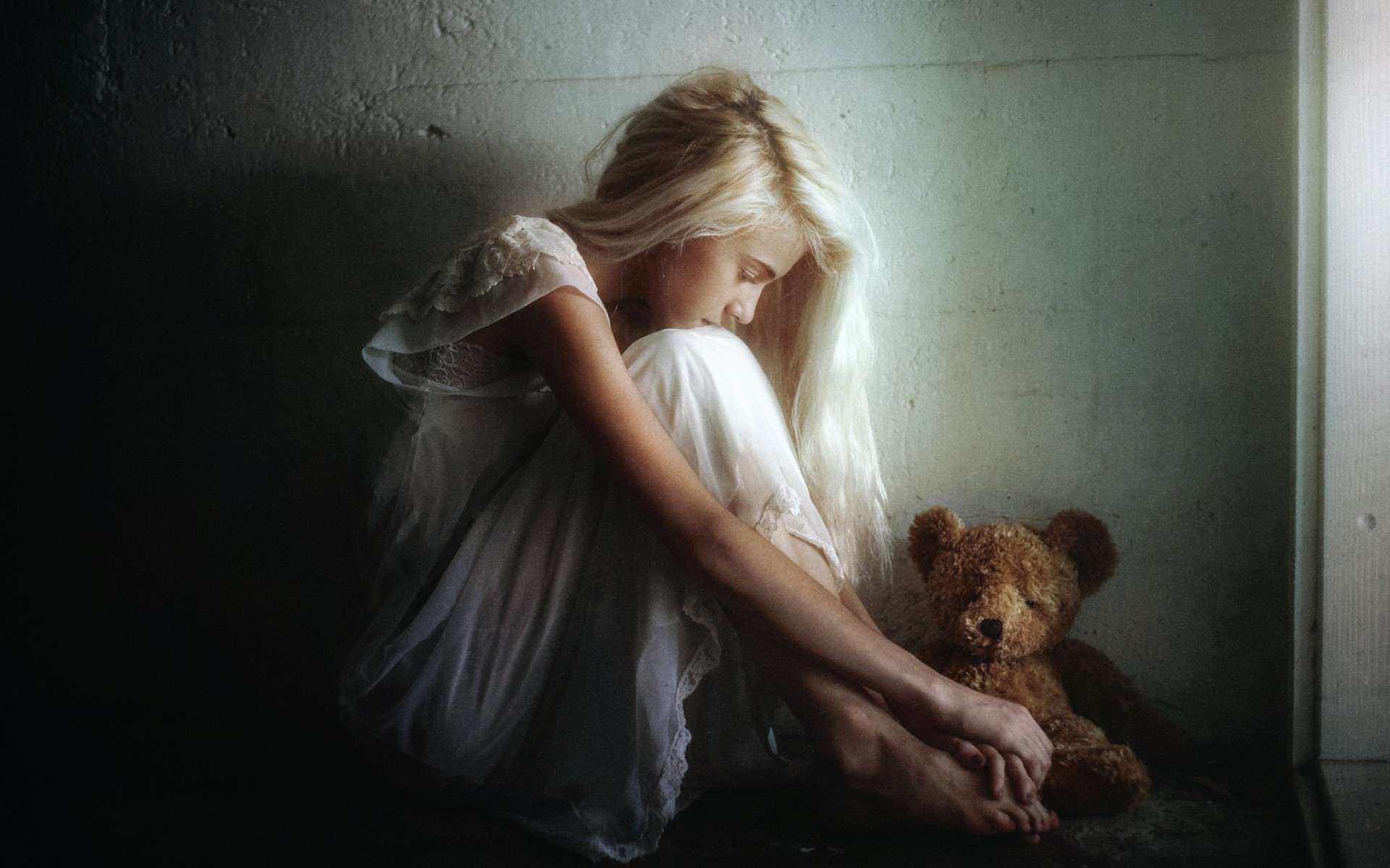 Картинки грустной девушке
