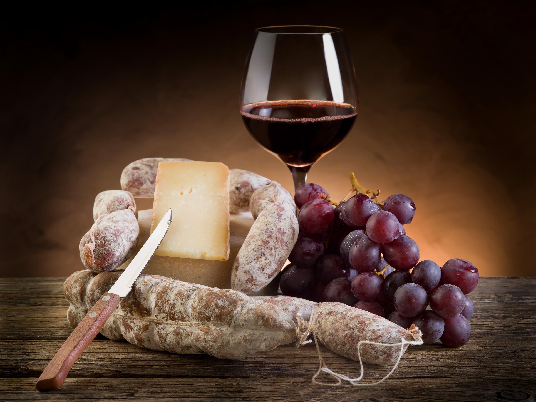 Прикол лет, открытка вино и бокалы