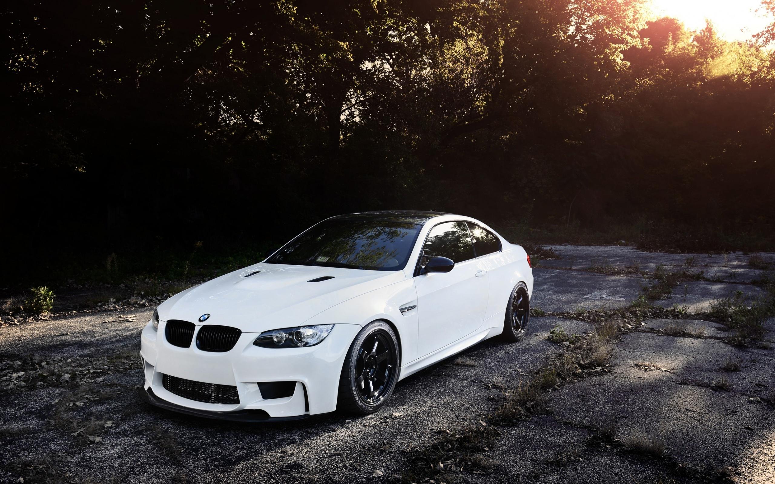 белый спортивный автомобиль bmw m3 e92  № 1015631 бесплатно