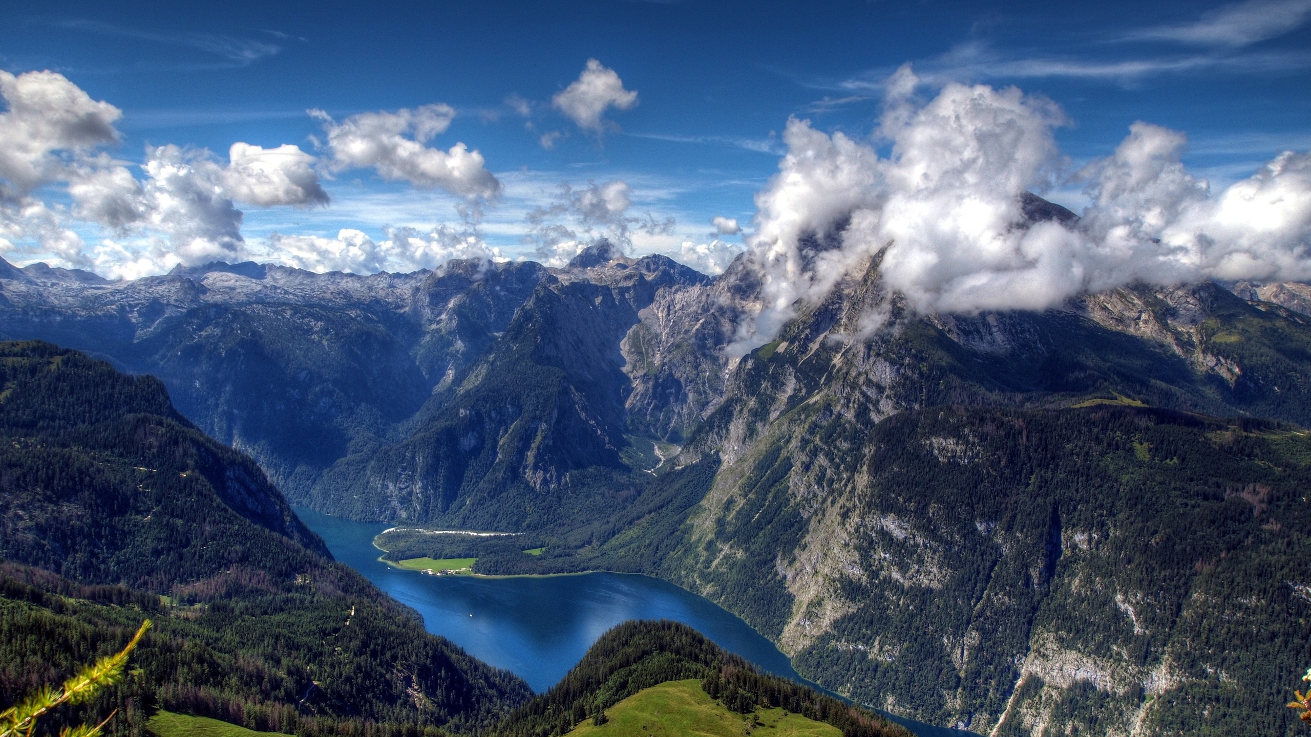 природа горы небо облака река деревья nature mountains the sky clouds river trees  № 1223818 бесплатно