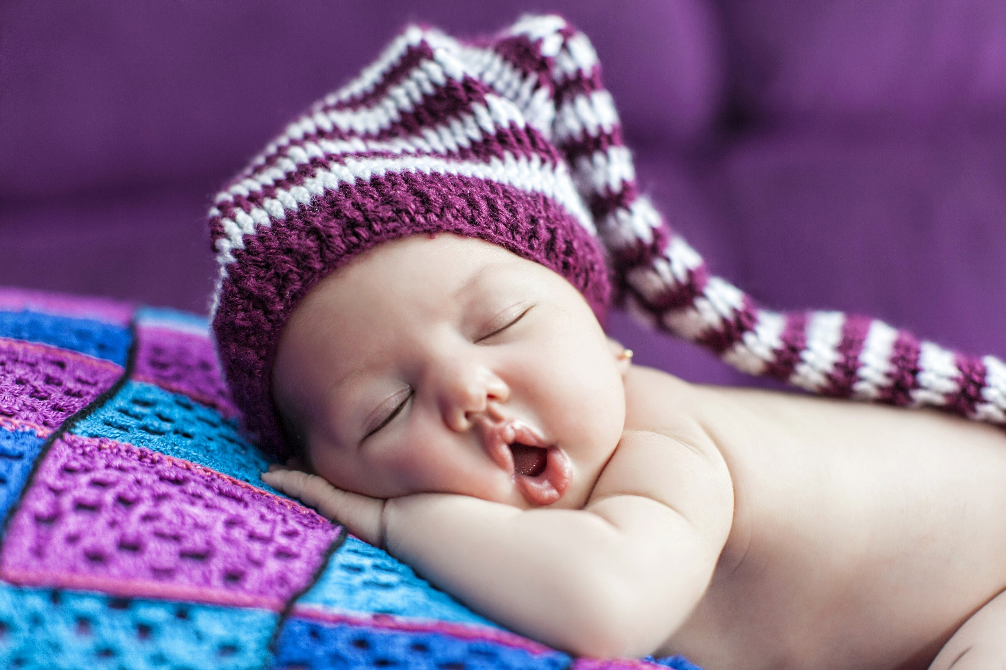 Малыш в кокосе  № 1799963 бесплатно