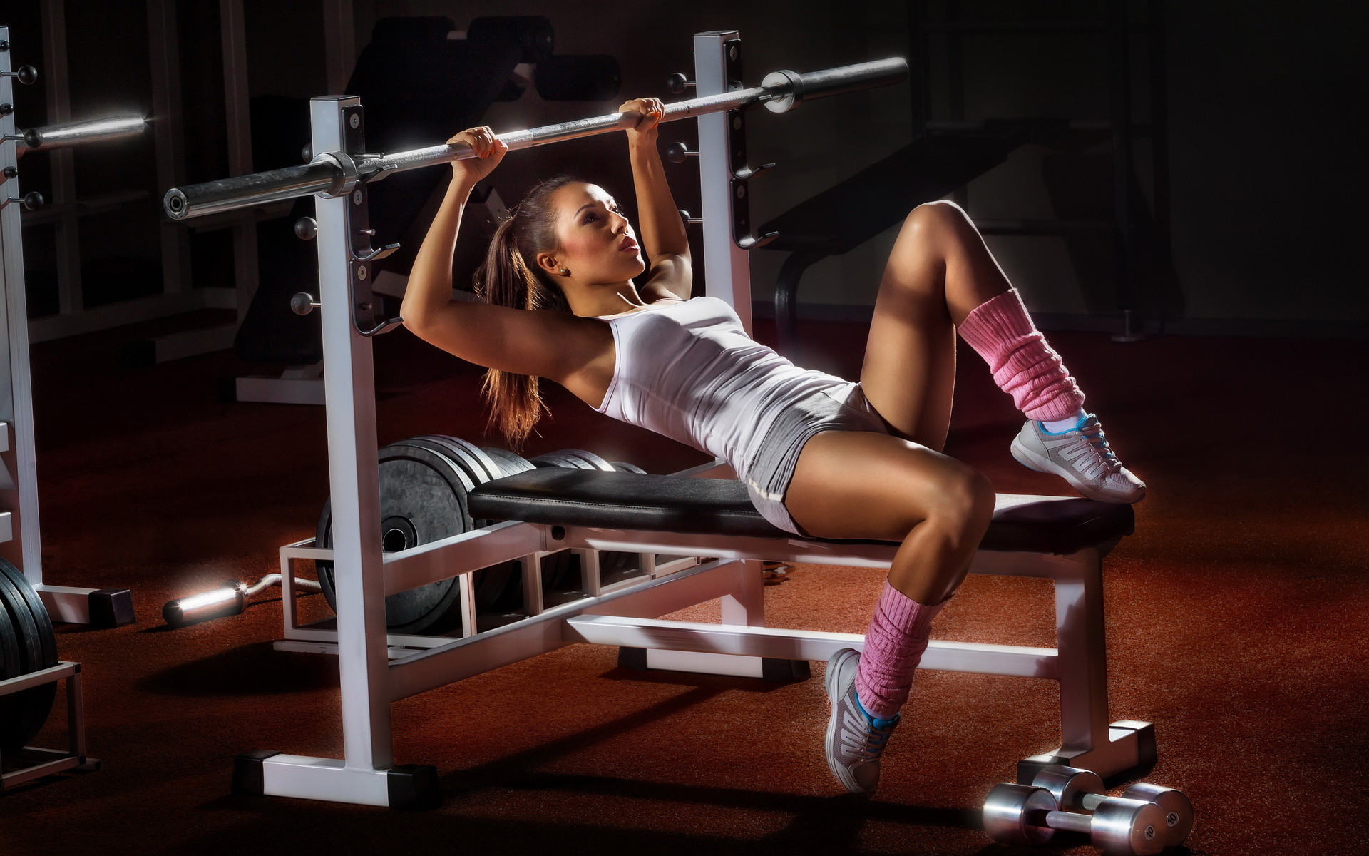 Девушка спортсменка разминка  № 3304992 без смс