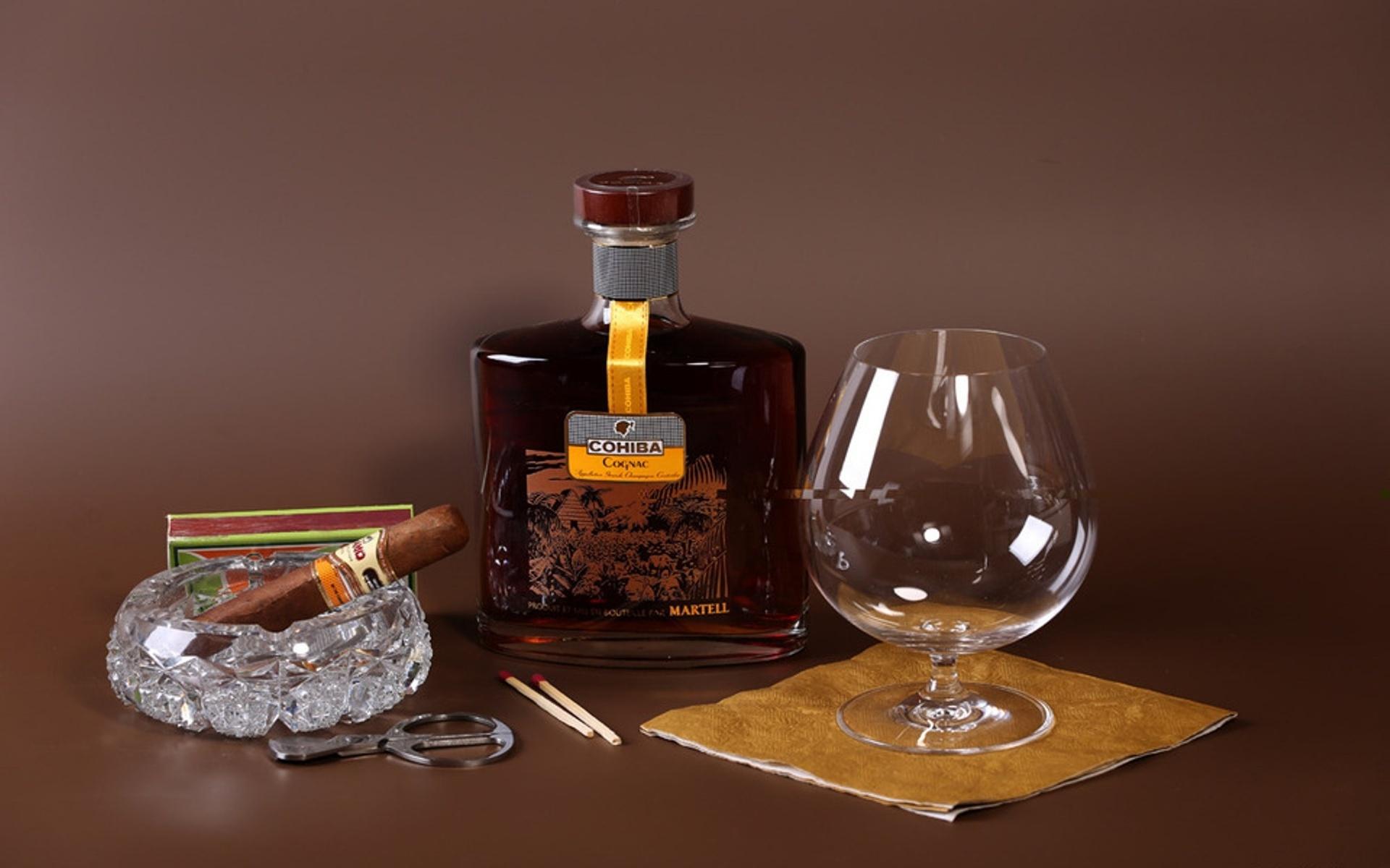 сочетаются картинки бутылки коньяка на столе обеда ребята совместно
