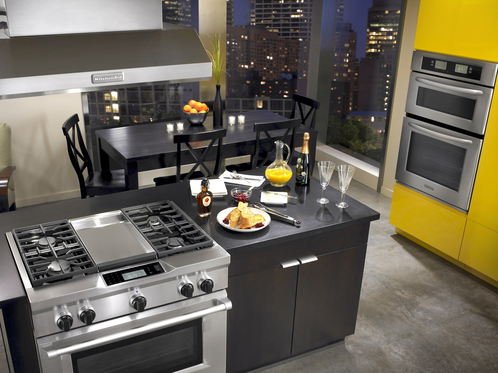Плита в центре кухни фото