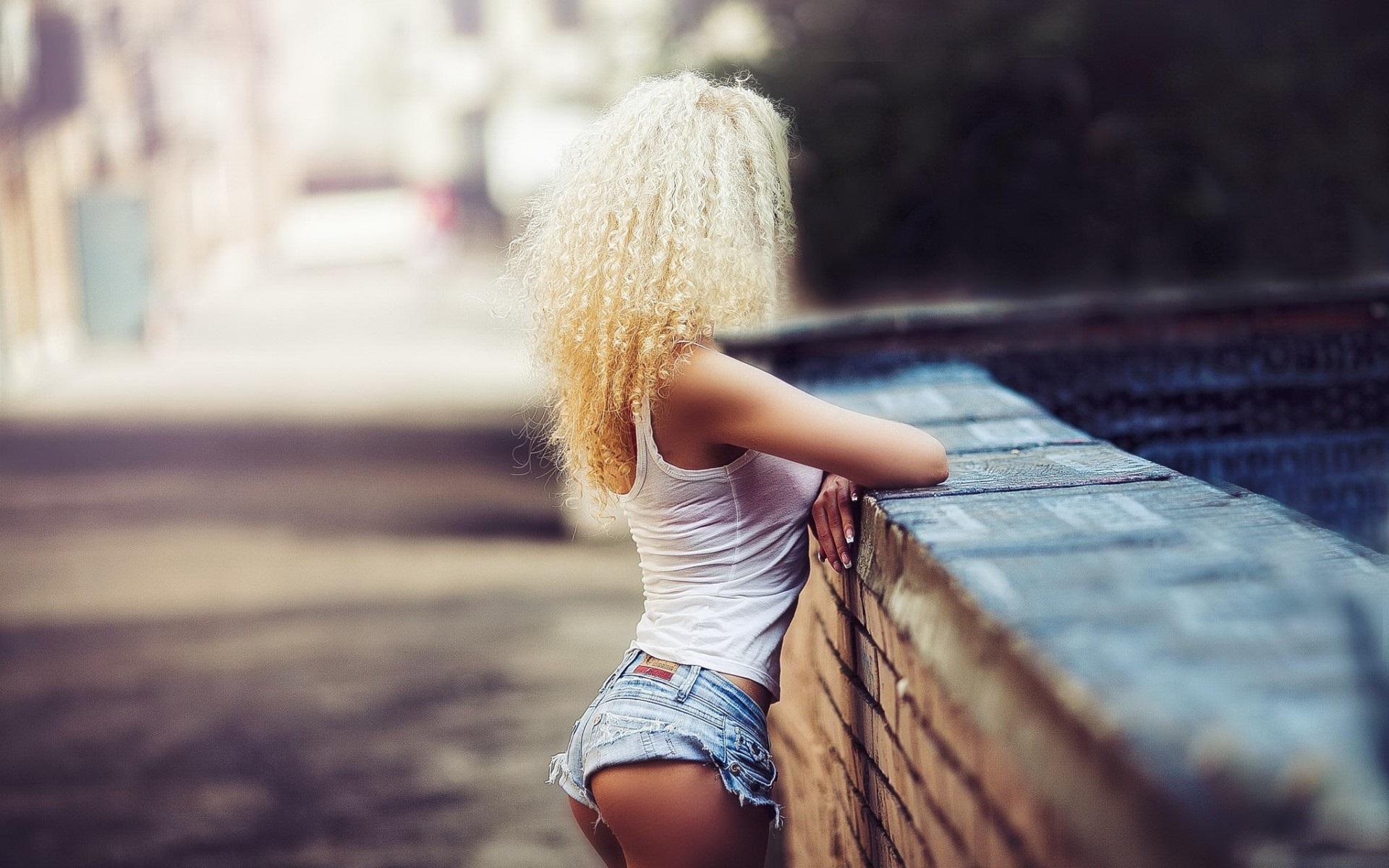 Прикольные картинки на аву для девушек со спины блондинки