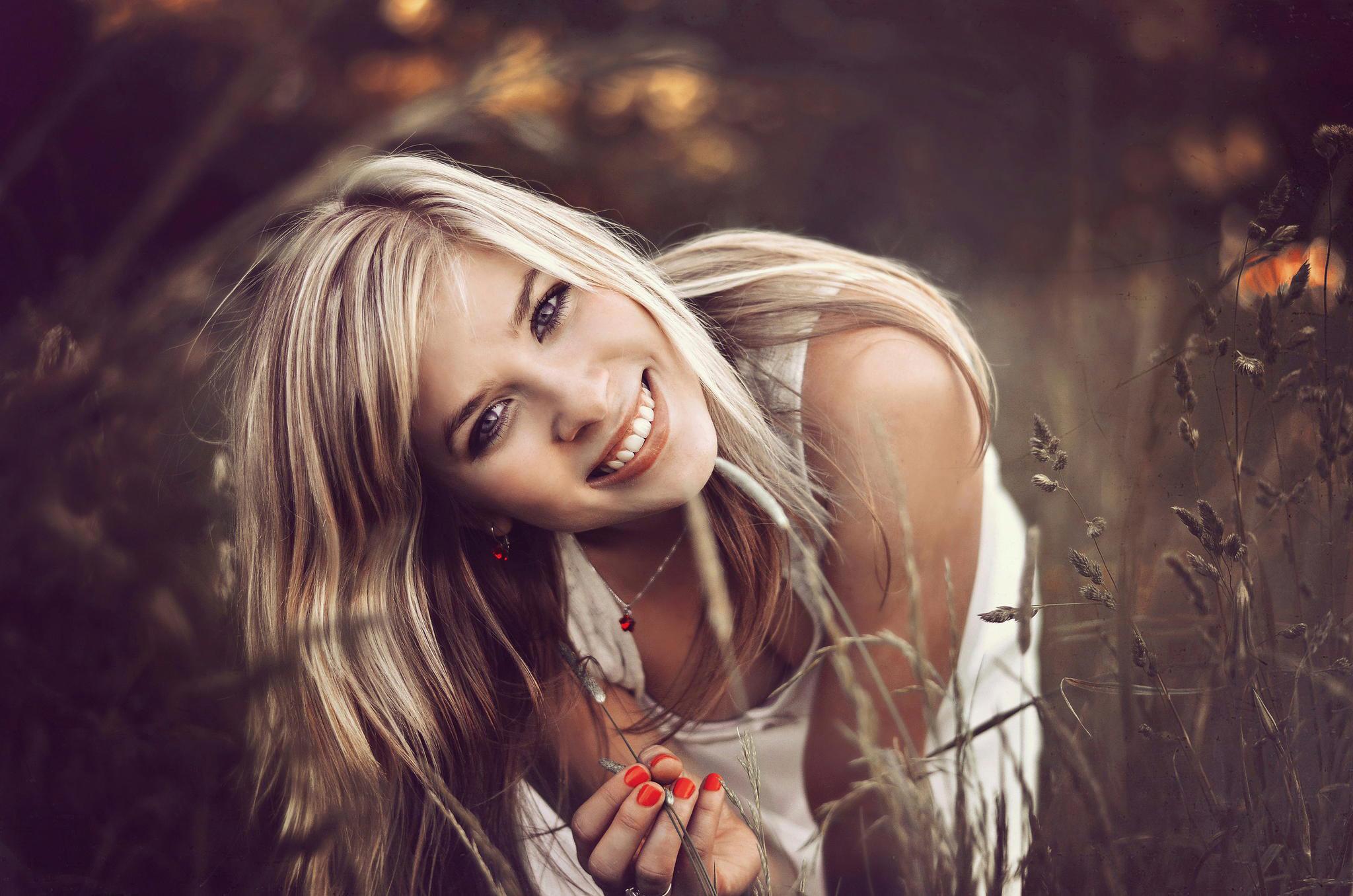 нежная искренняя улыбка  № 1853374 без смс