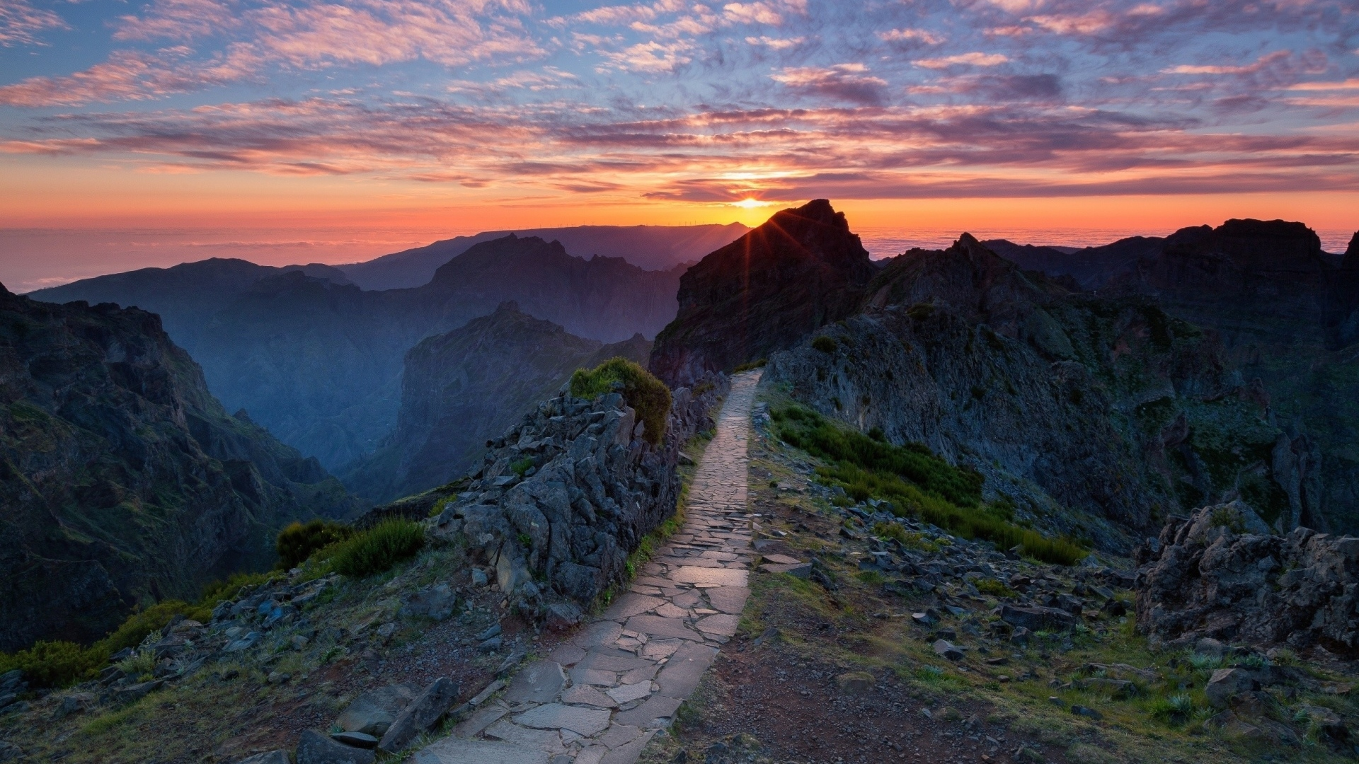 Солнце, рассвет, горы, холмы, дорога загрузить