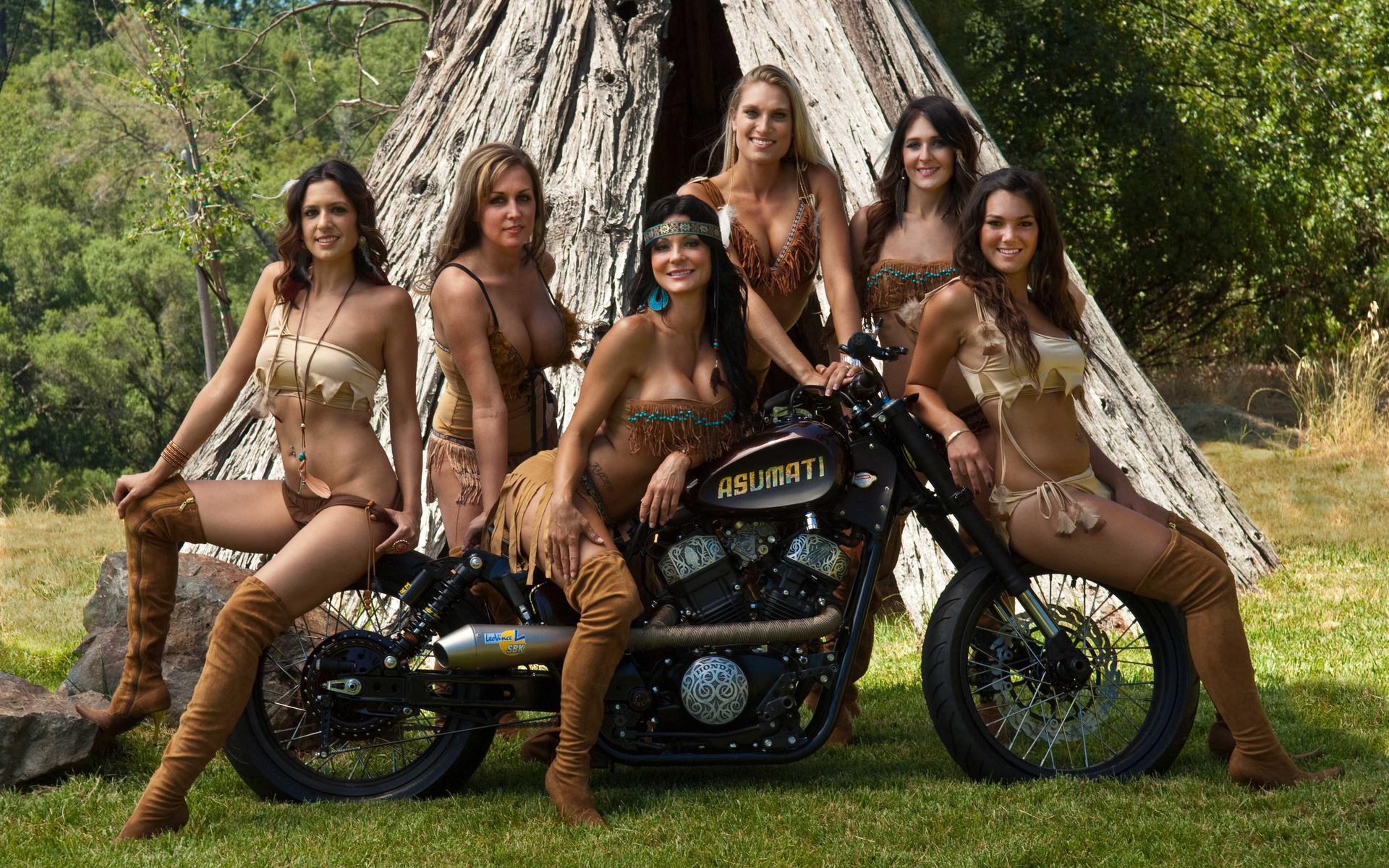 Amateur naked biker women pics
