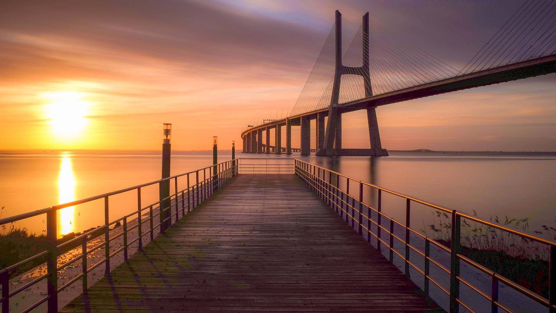 Мост на фоне заката загрузить