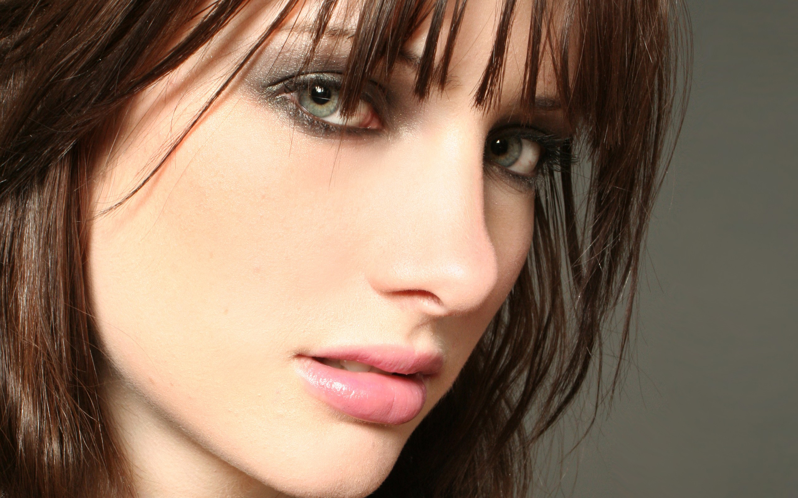 брюнетка девушка лицо  № 2704719 без смс
