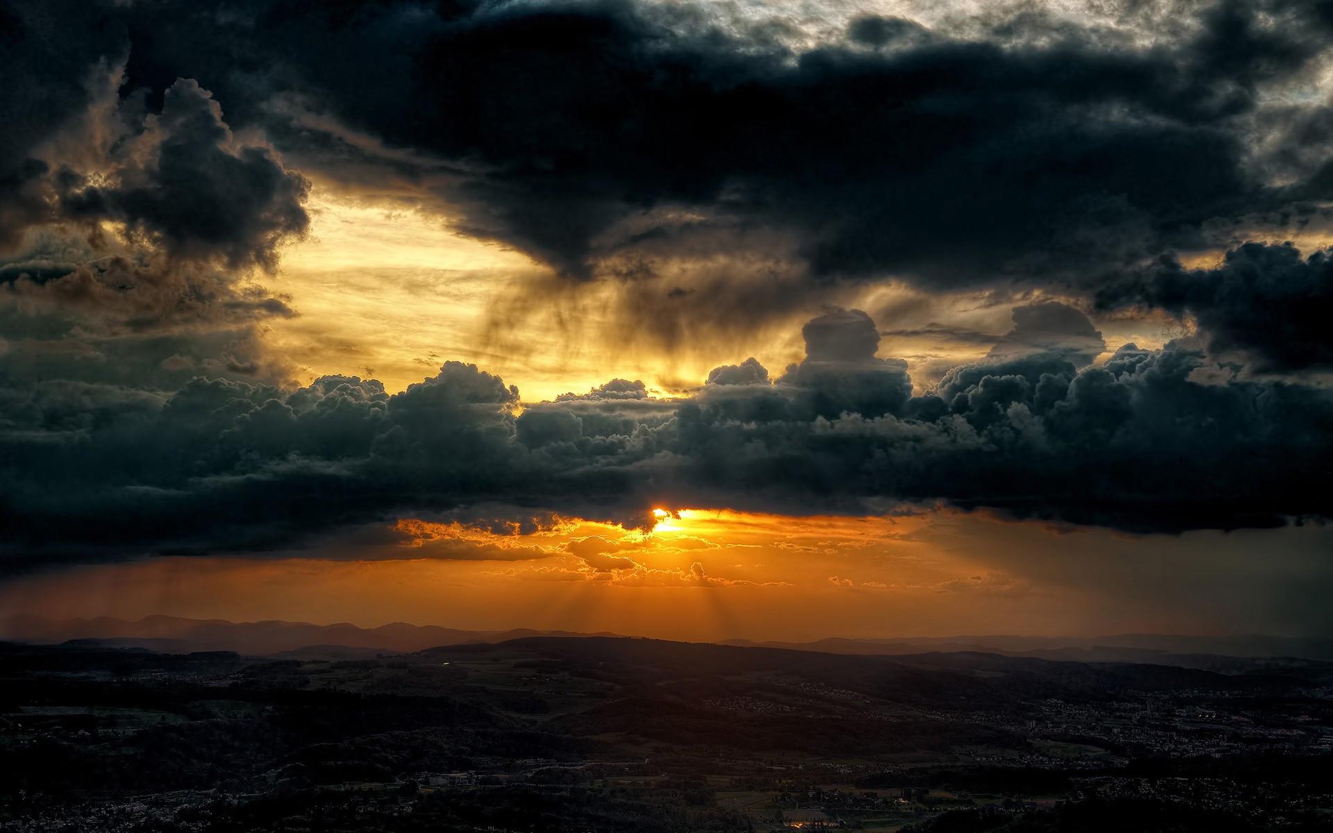 Закат с высоты над облаками скачать