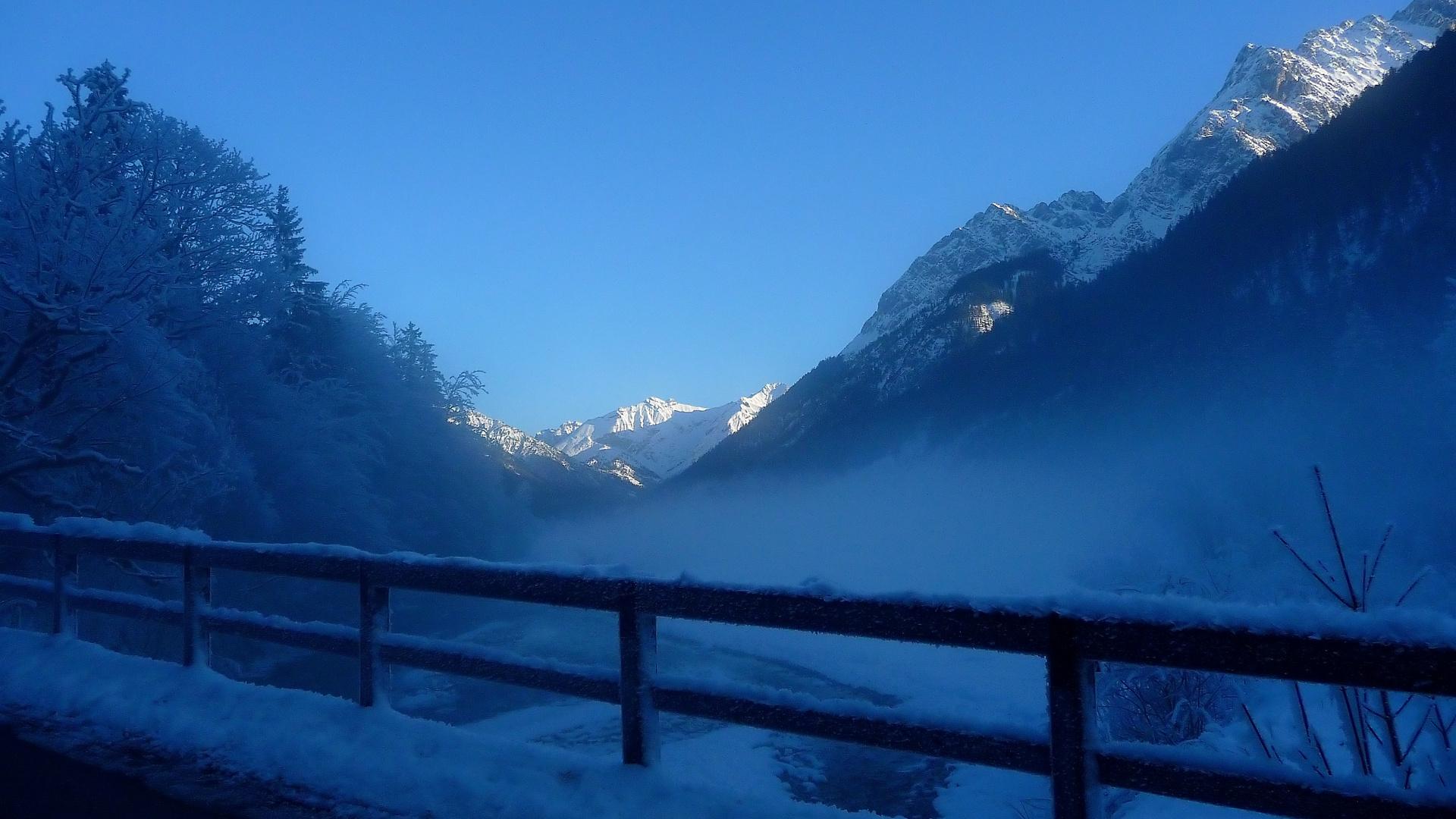 снег горы туман snow mountains fog  № 1146683  скачать