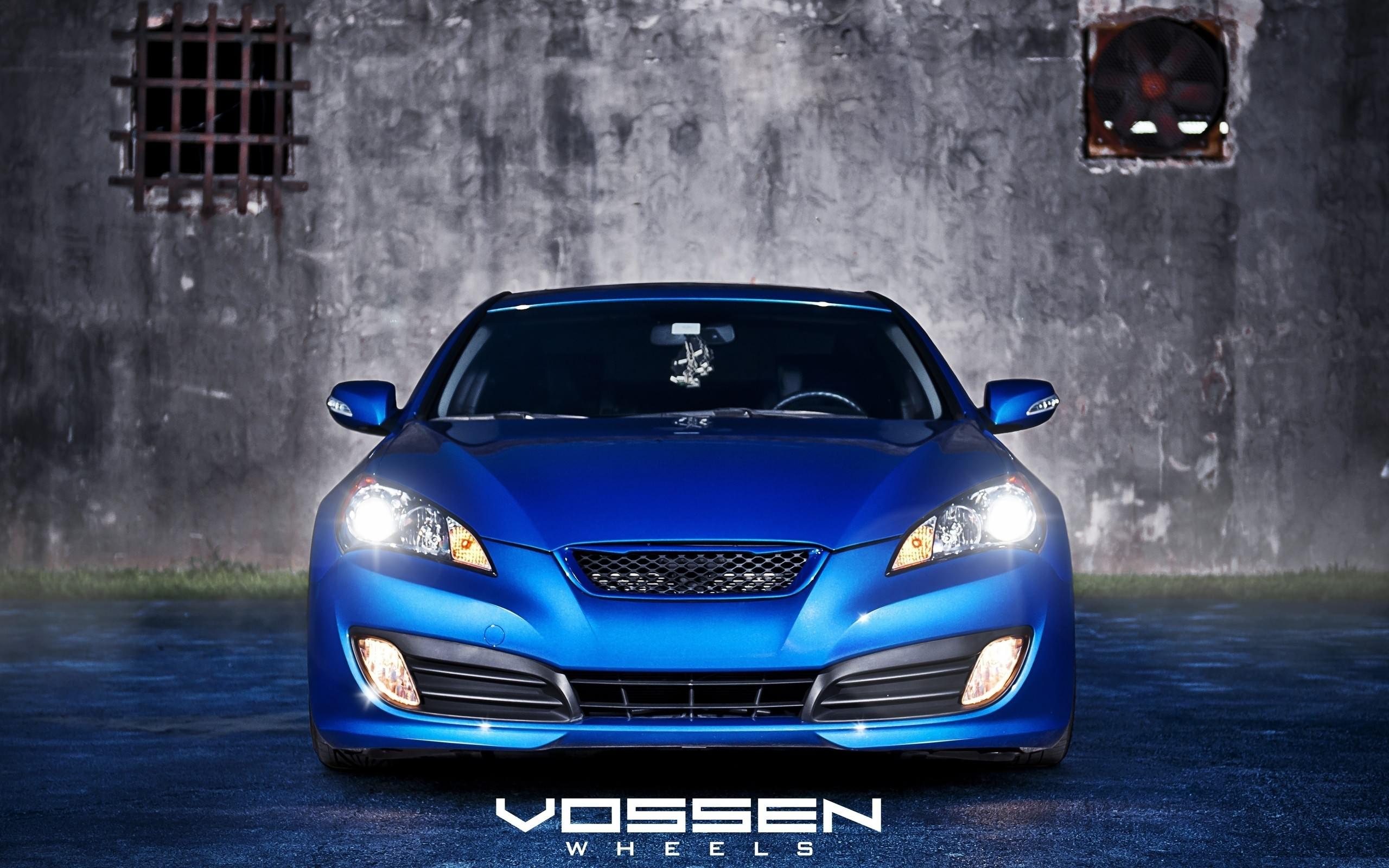 зеленый автомобиль Hyundai Genesis бесплатно